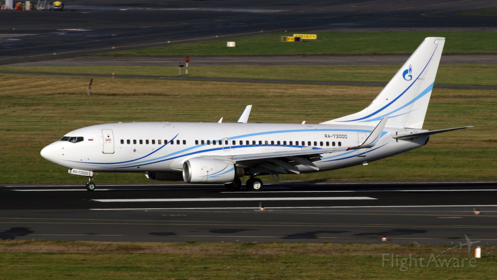 Boeing 737-700 (RA-73000)