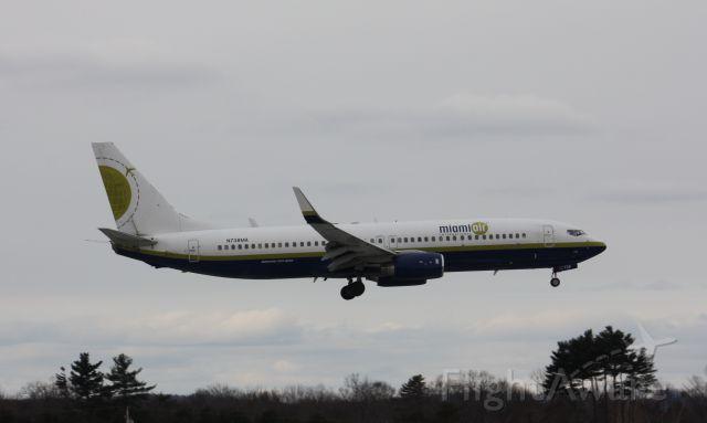 Boeing 737-800 (N738MA)