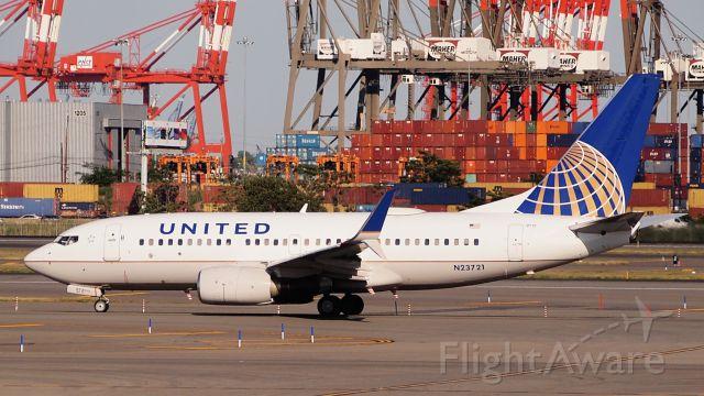 Boeing 737-700 (N23721)