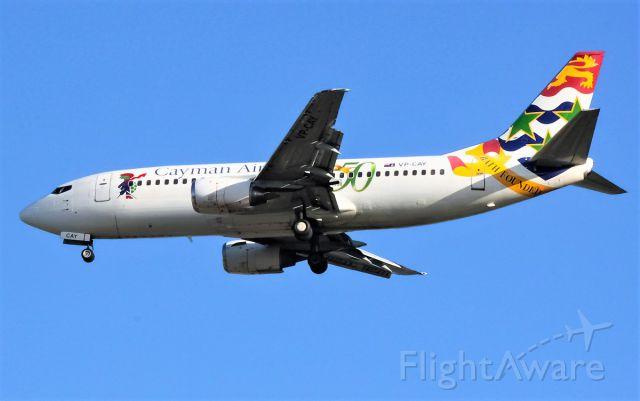 BOEING 737-300 (VP-CAY)