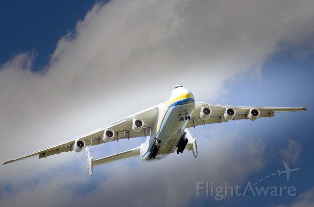 UR-82060 — - Landing<br />Antonov Design Bureau 3418 à INT'L MONTRÉAL-MIRABEL AIRPORT (MONTRÉAL CA) YMX à 16:50 EDT