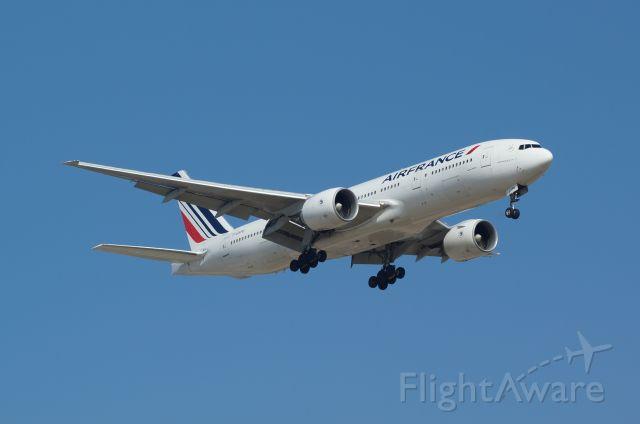 Boeing 777 (F-GSPU)