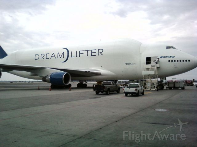 — — - Boeing 747 Dream Lifter
