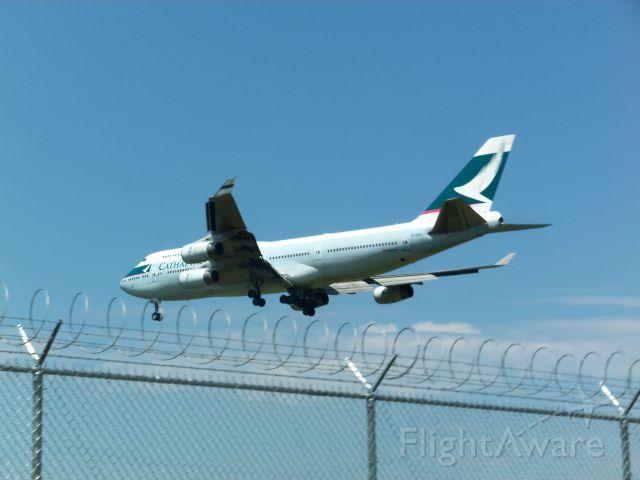 Boeing 747-200 (B-HOS) - Cathay Pacific Landing at CYVR Runway 26R