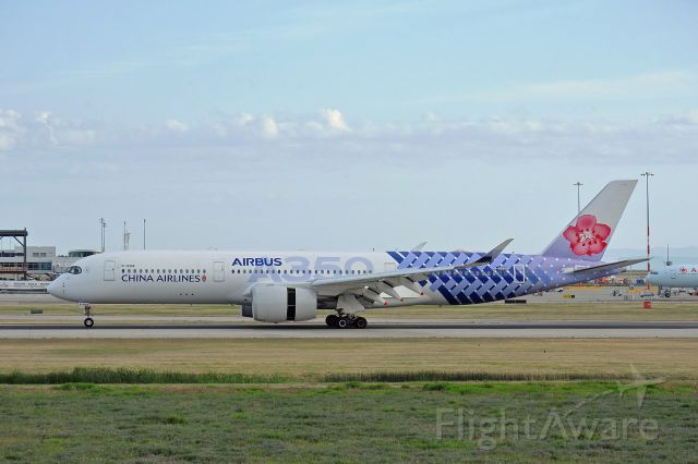 Airbus A350-900 (B-18918) - China Airlines' 14th and final A350-900XWB, B-18918, in special carbon-fiber livery