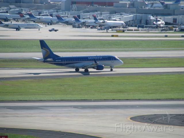 Embraer ERJ 175 (N824MD)