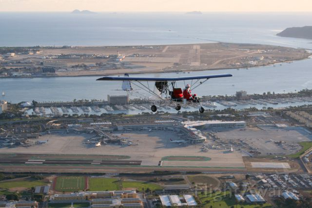 N5150 — - Santa on the Delta taxiway transition over KSAN