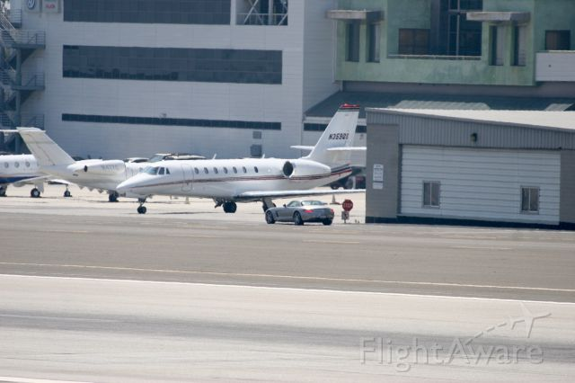 Cessna Citation Sovereign (N359QS) - A very well placed STOP sign..