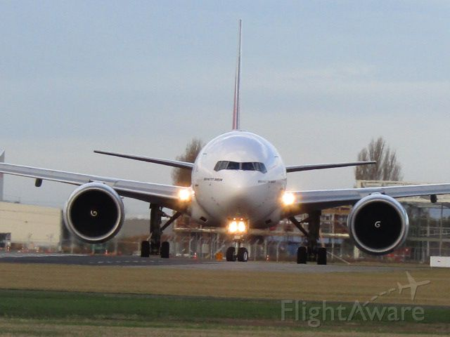 Boeing 777-200 (A6-ECA)