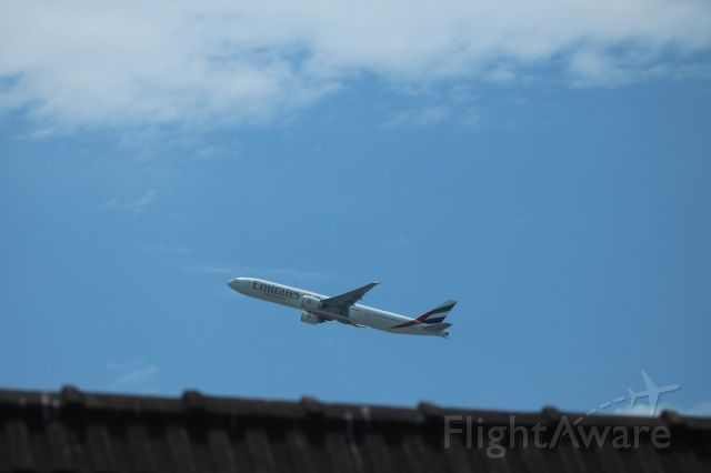 BOEING 777-300ER (A6-ENR) - EK762 taking off South, and over my house!