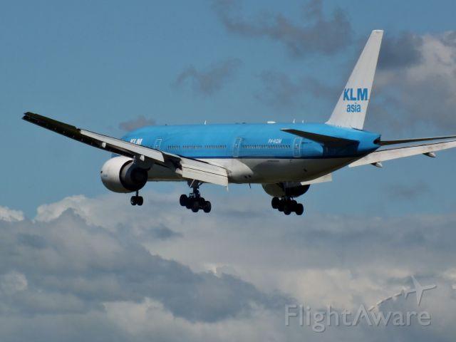 Boeing 777-200 (PH-BQM) - KLM Asia