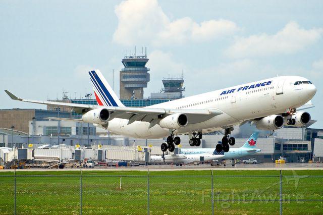 Airbus A340-300 (F-GLZI)