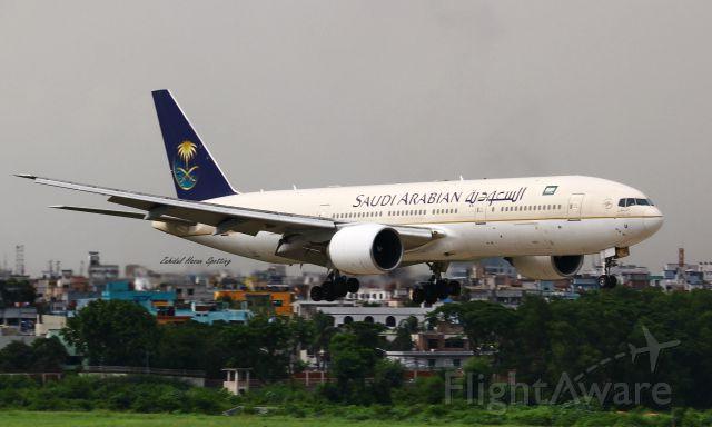Boeing 777-200 (HZ-AKU)