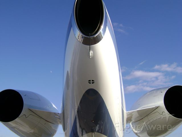 — — - Tail of a Challenger 300