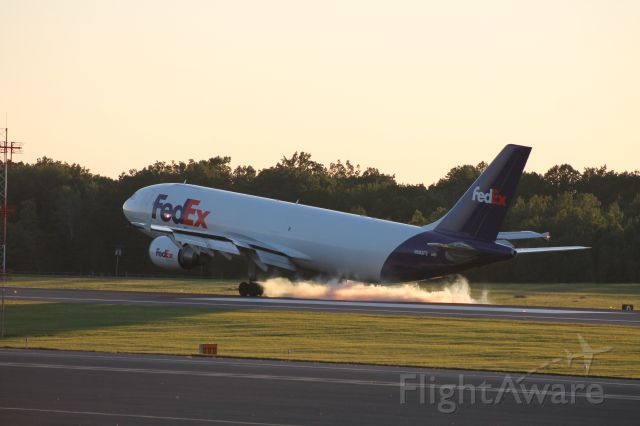 Airbus A300F4-600 (N683FE) - FedEx 367 from Memphis touches down on runway 24.