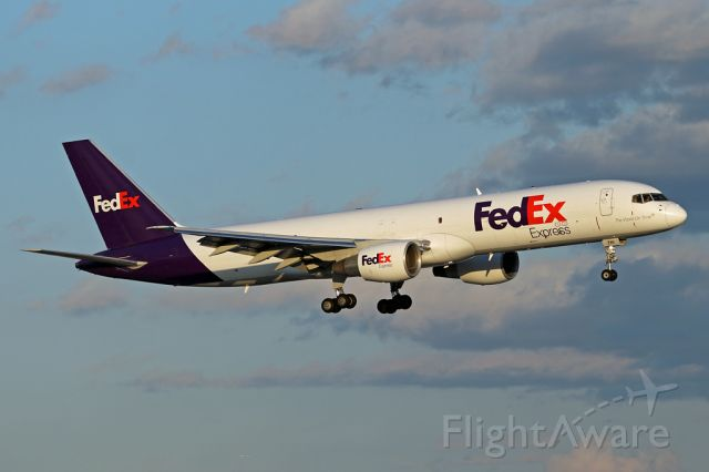 Boeing 757-200 (N786FD) - FDX346 arriving from Memphis in the late afternoon.