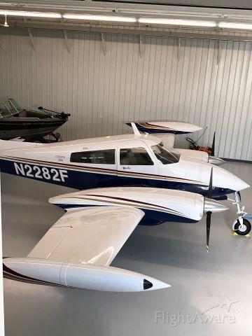 Cessna 310 (N2282F)