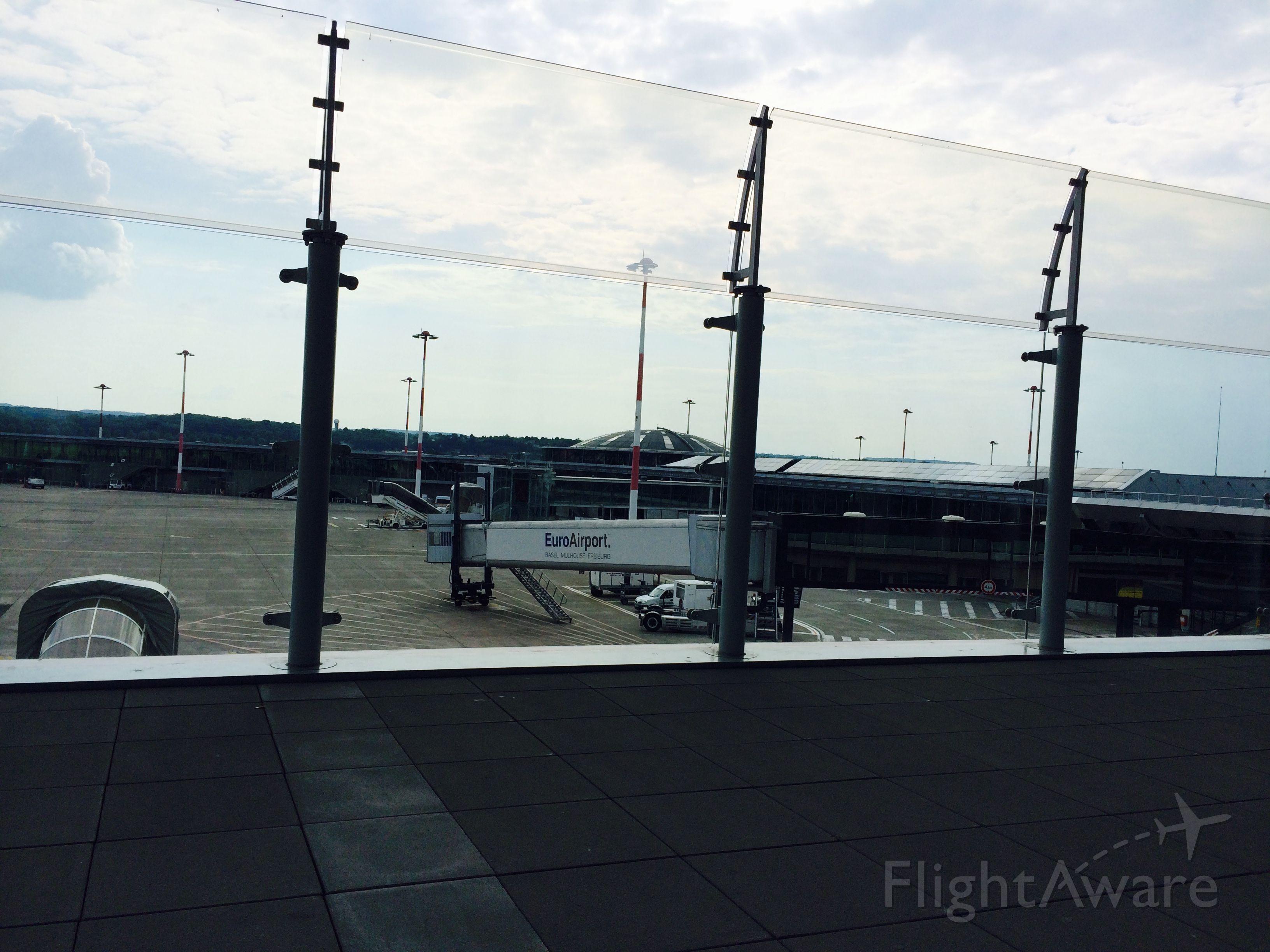 — — - Zurich AirPort