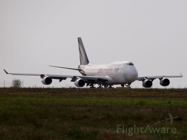 Boeing 747-400 (N469AC) - Southern Air N469AC on the way for take off at LEJ