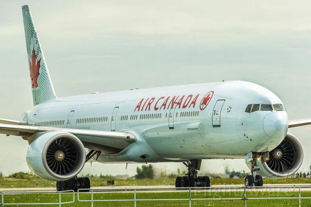 BOEING 777-300 (C-FITU)