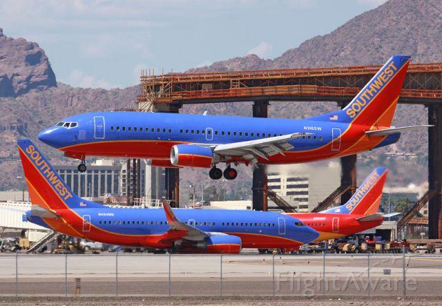 BOEING 737-300 (N316SW)
