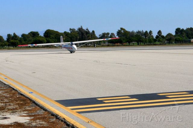 Cessna Skyhawk (N2037T) - 37T turning onto B1 from 22L at Los Alamitos AAF.