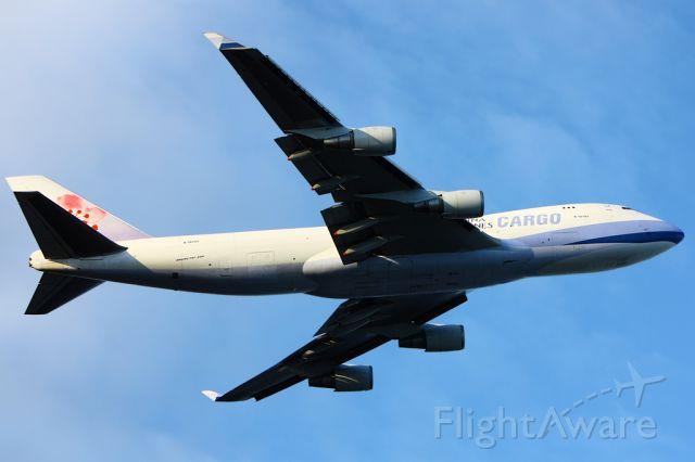 Boeing 747-400 (B-18701) - Departing from runway 32