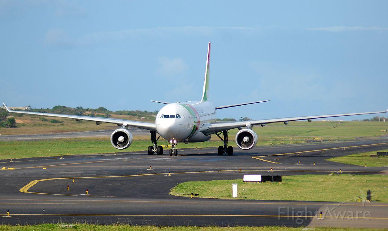 Airbus A330-200 (CS-TOI)