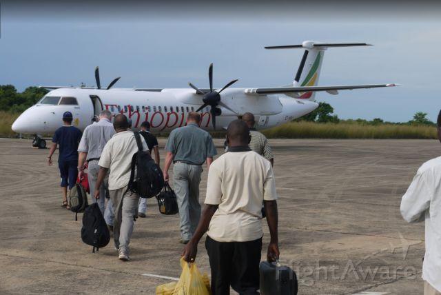 de Havilland Dash 8-400 (ET-ANJ) - Boarding process begins for a flight back to the capital of Addis Ababa
