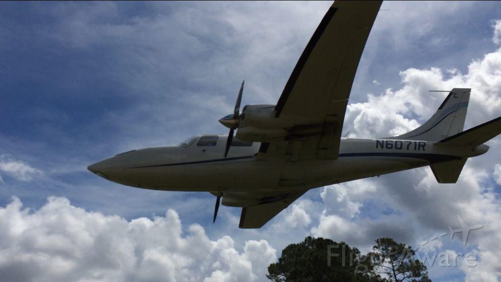 Piper Aerostar (N6071R)