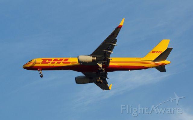 Boeing 757-200 (G-DHKB)