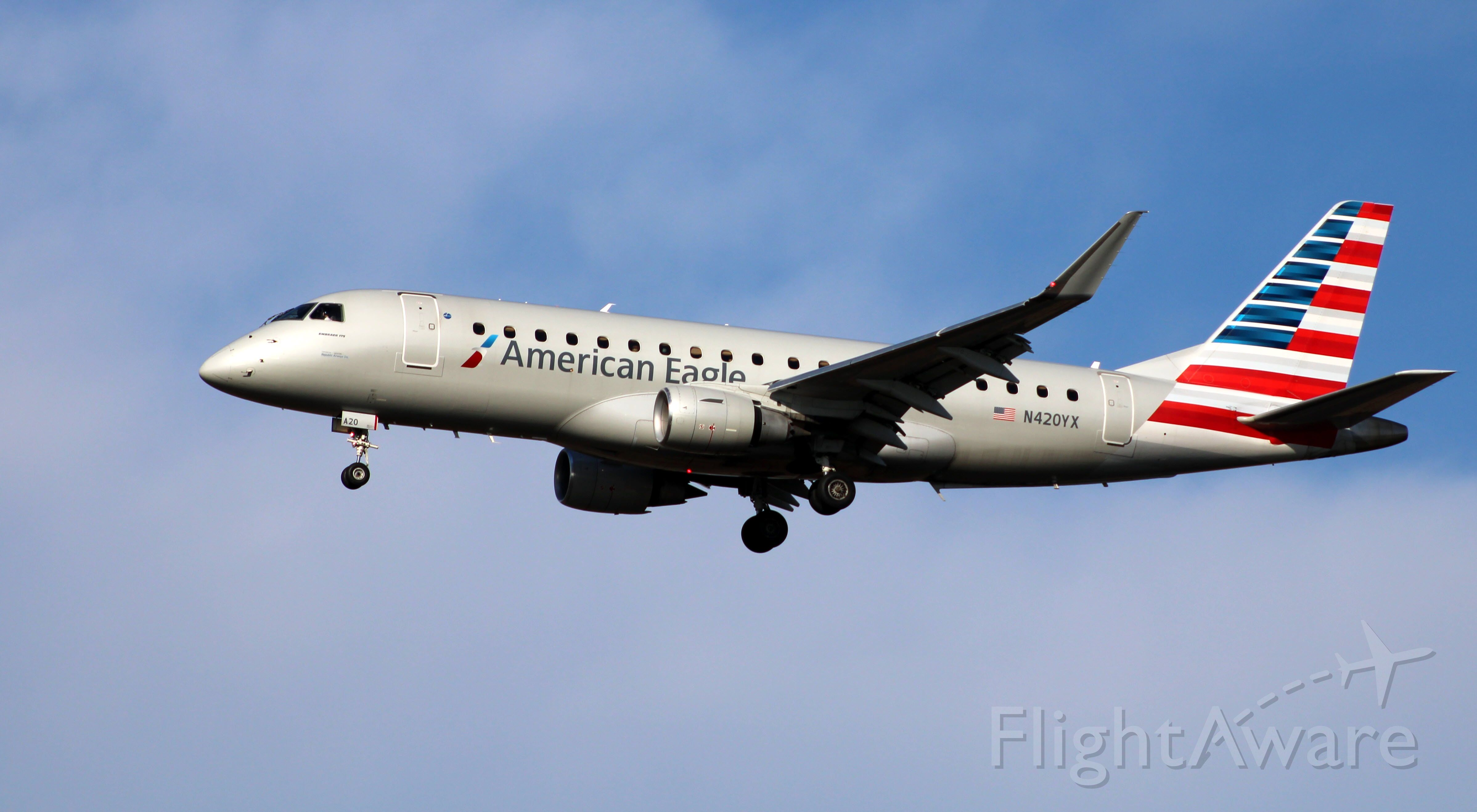Embraer 175 (N420YX) - On final is this 2014 American Airlines Eagle Embraer ERJ 170-200LR from the Autumn of 2020.