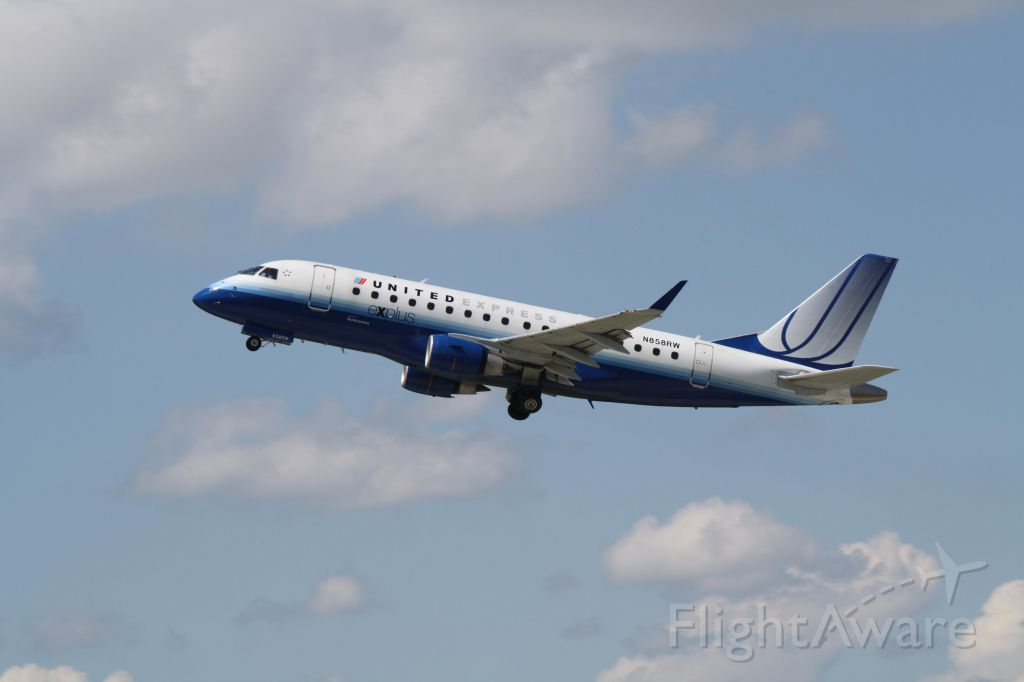Embraer 170/175 (N858RW) - Leaving Montreal-Trudeau on runway 24L