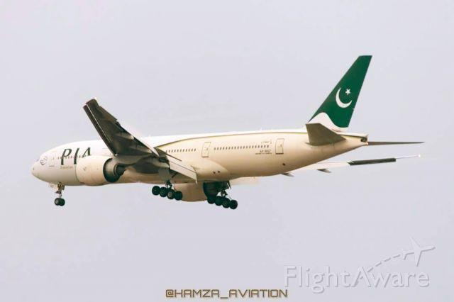 Boeing 777-200 (AP-BGZ)