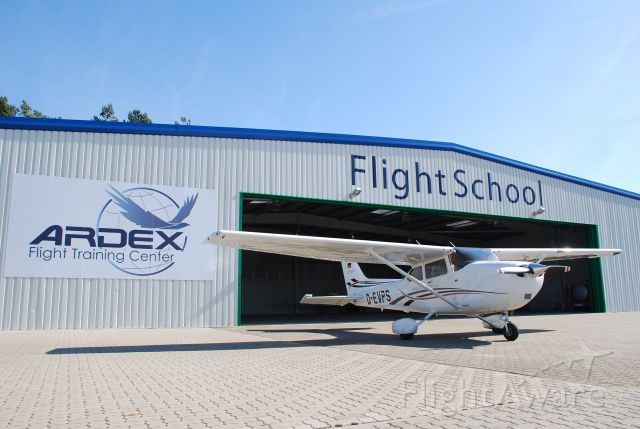 D-EVPS — - Foto vor dem Hangar der Flugschule ARDEX GmbH!