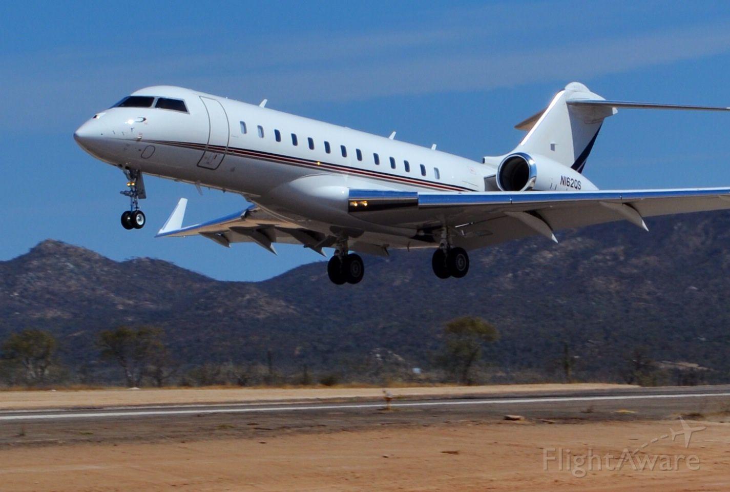 Bombardier Global Express (N162QS) - Aterrizando en Cabo San Lucas, MX 02/14