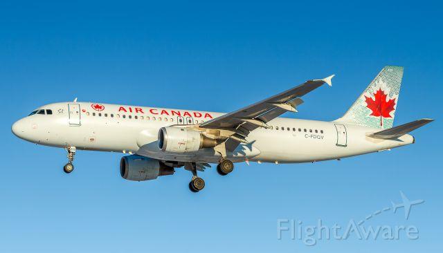 Airbus A320 (C-FDQV) - ACA258 arrives from Winnipeg