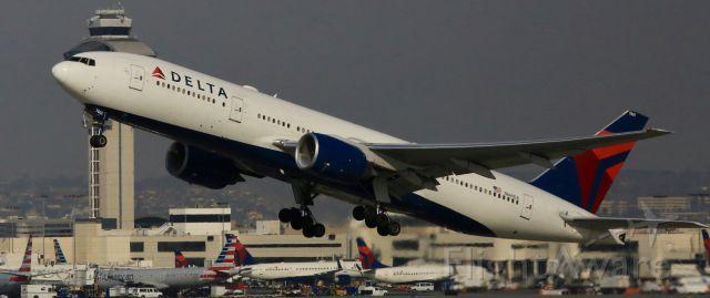 Boeing 777-200 (N8600A) - Imperial Hwy