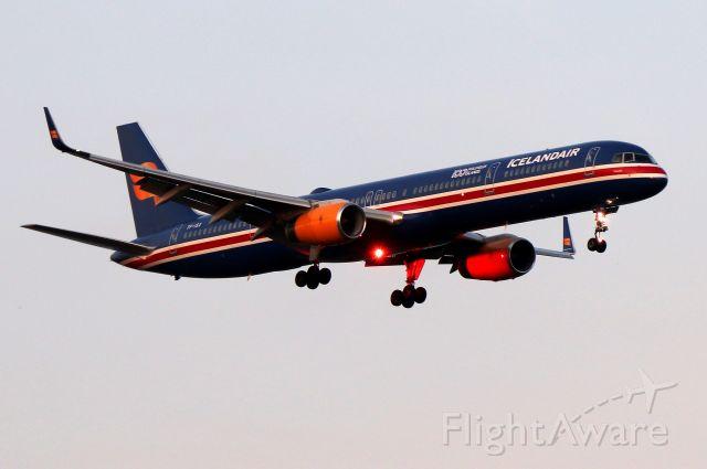 BOEING 757-300 (TF-ISX) - Iceair 631 arriving from Reykjavik