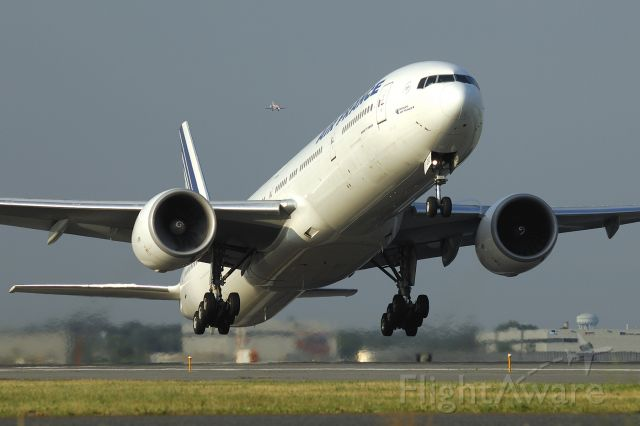 BOEING 777-300 — - Leaving 2 right for a long haul...