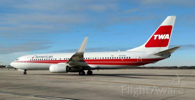 Boeing 737-800 (N915NN)