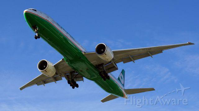 BOEING 777-300ER (B-16718)