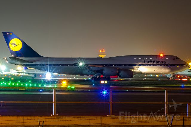 BOEING 747-8 (D-ABYT) - my Queen of this night!!