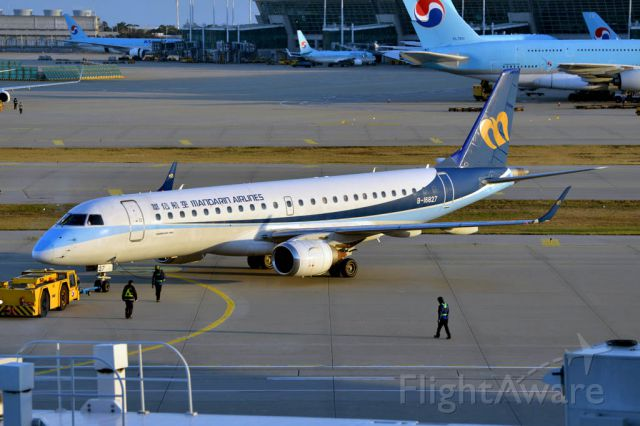 Embraer ERJ-190 (B-16827)