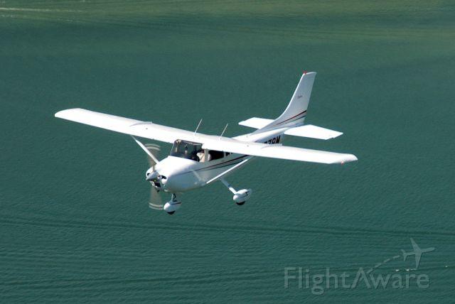 Cessna Skylane (N1779M) - Over Lake Cumberland in August 2009