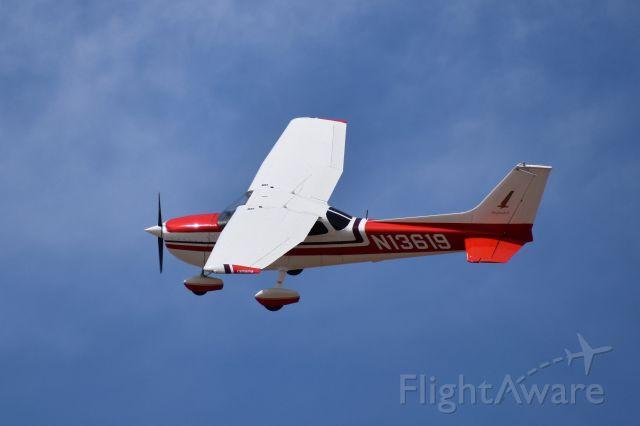 Cessna Skyhawk (N13619)