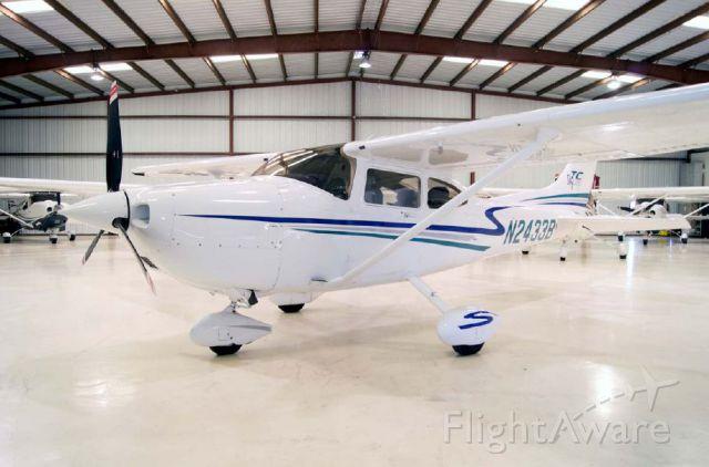 Cessna Skylane (N2433B)