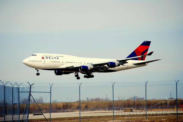 N747 — - A coat of fresh paint from NWA to DELTA!!
