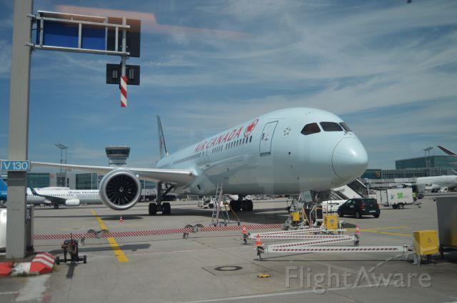 Boeing 787-9 Dreamliner —