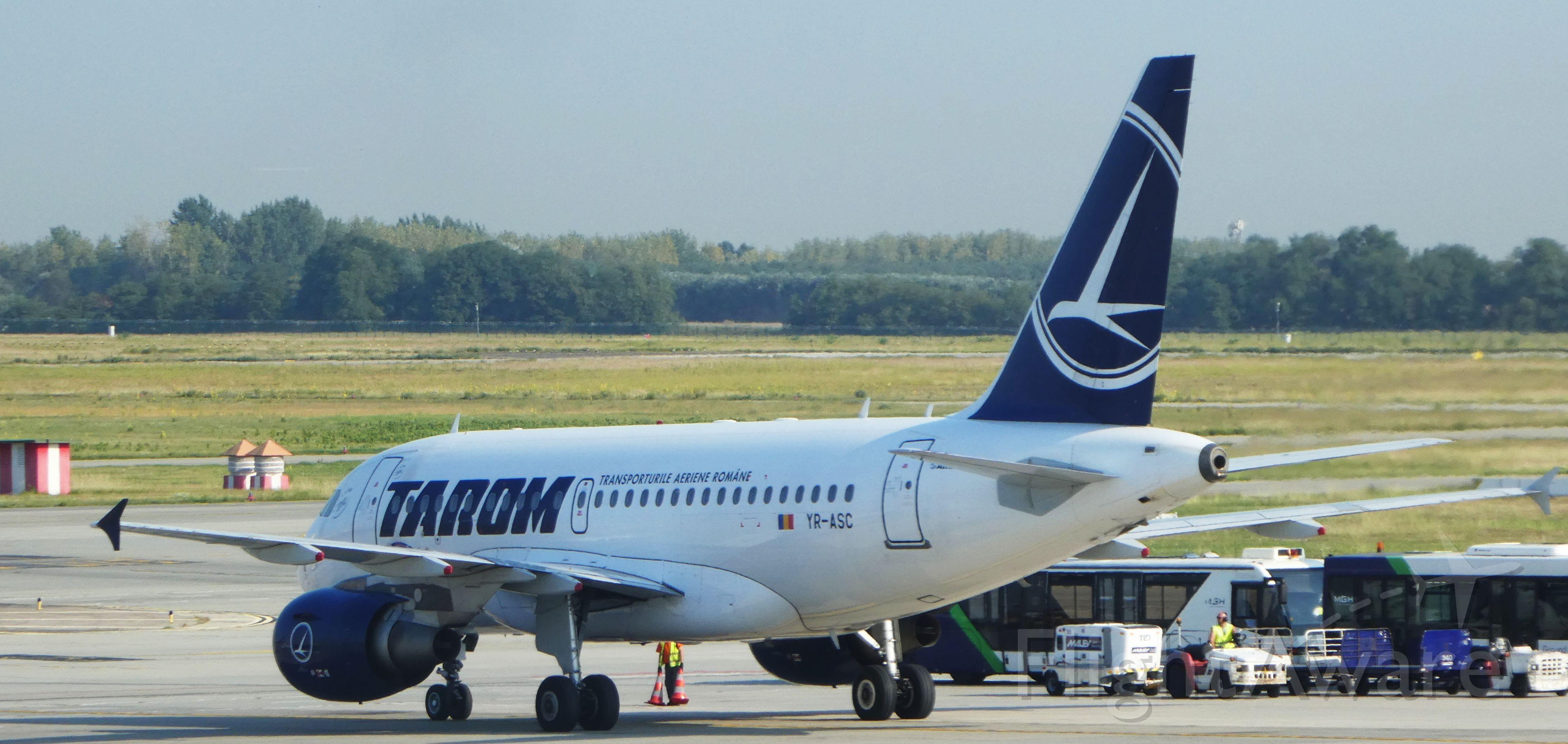 Airbus A318 (YR-ASC)